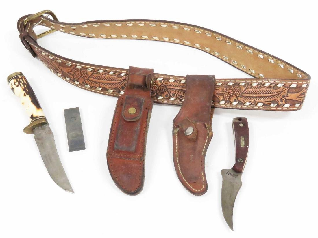 HAND TOOLED LEATHER BELT WITH (2) SCHRADE HUNTING