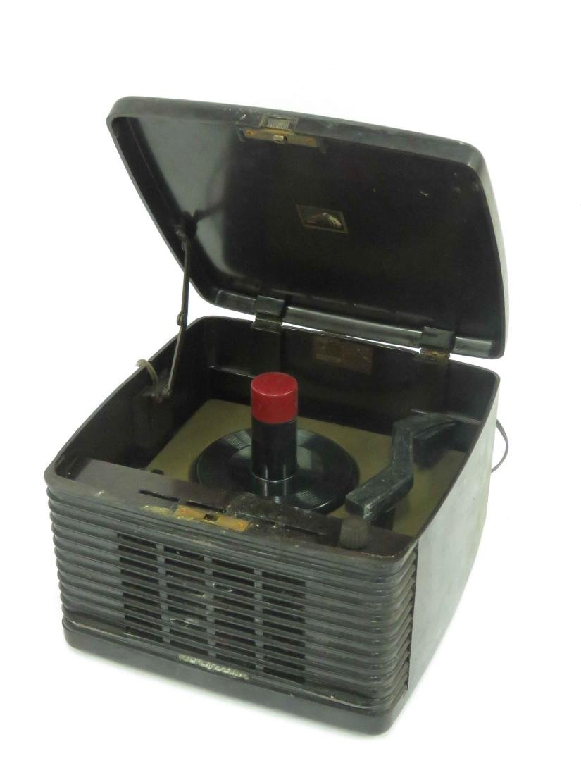 RCA MODEL 45 EY3 PORTABLE 45 RPM RECORD PLAYER,