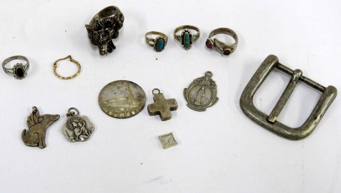 LOT ASSORTED STERLING AND SILVER RINGS, PENDANTS, BELT