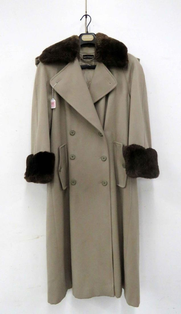 HARVE' BENARD LADY'S TRENCH COAT. SIZE 4