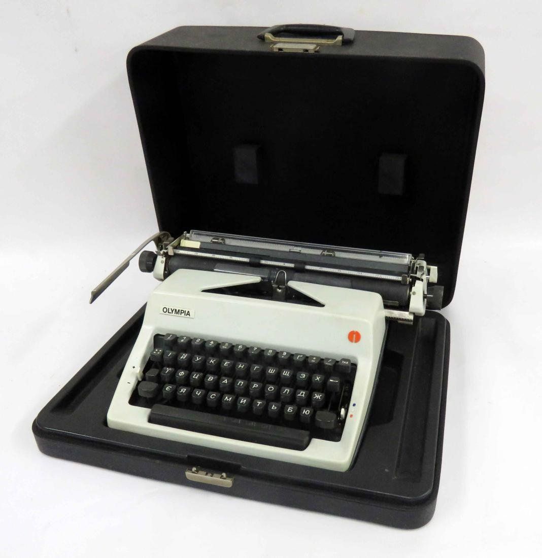 OLYMPIC MANUAL CYRILLIC TYPEWRITER
