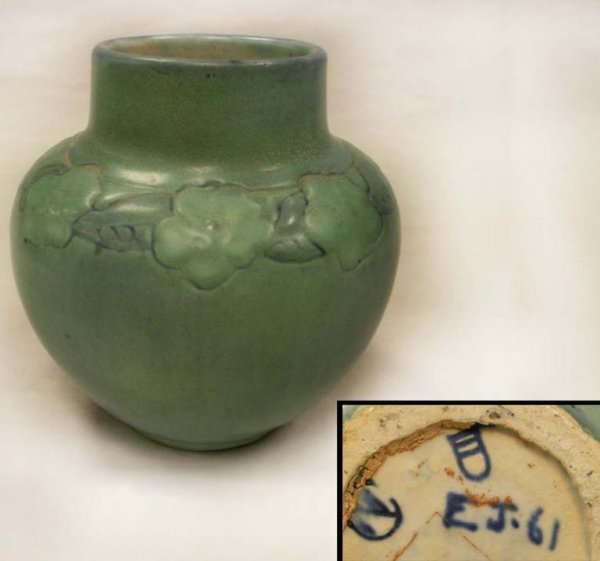 10: NEWCOMB COLLEGE ART POTTERY VASE, DUNN