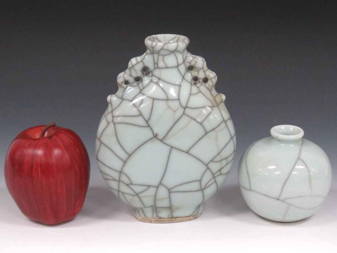 LOT (2) CHINESE KO YAO CRACKLEWARE INCLUDING FLASK,
