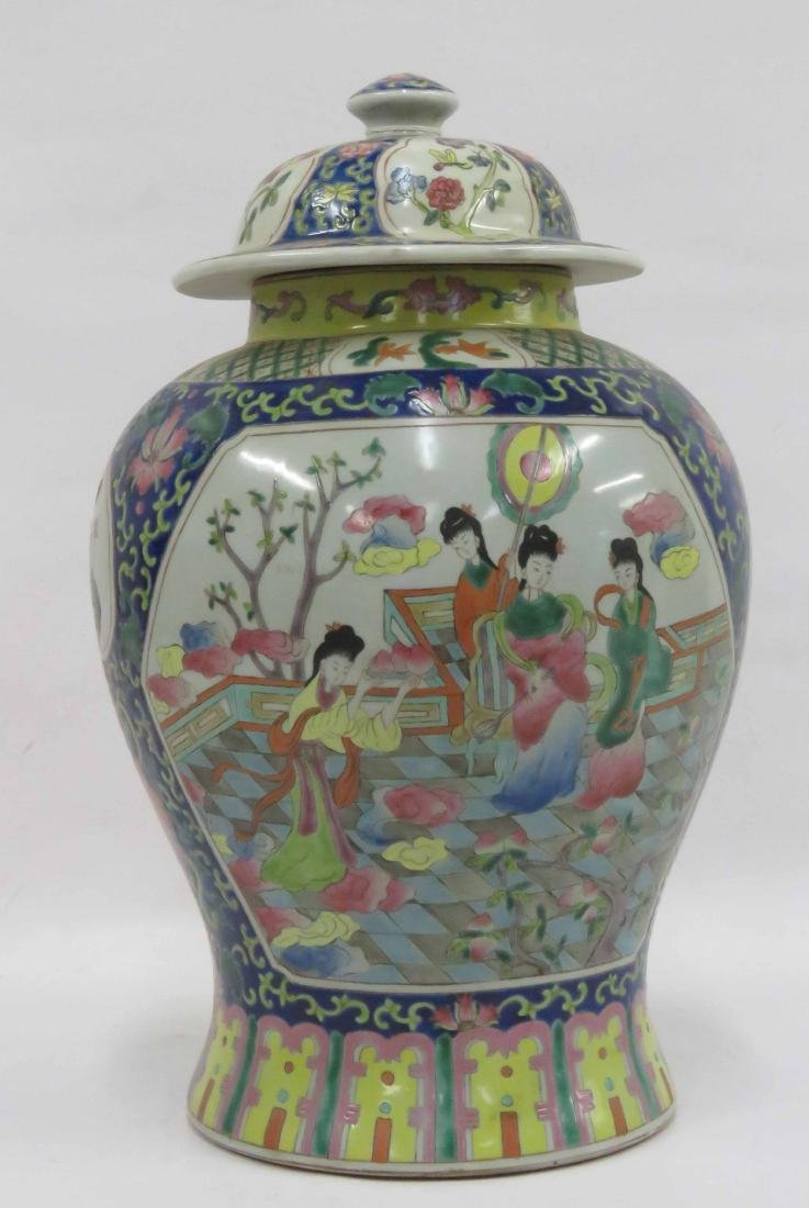CHINESE FAMILLE ROSE DECORATED PORCELAIN COVERED JAR.