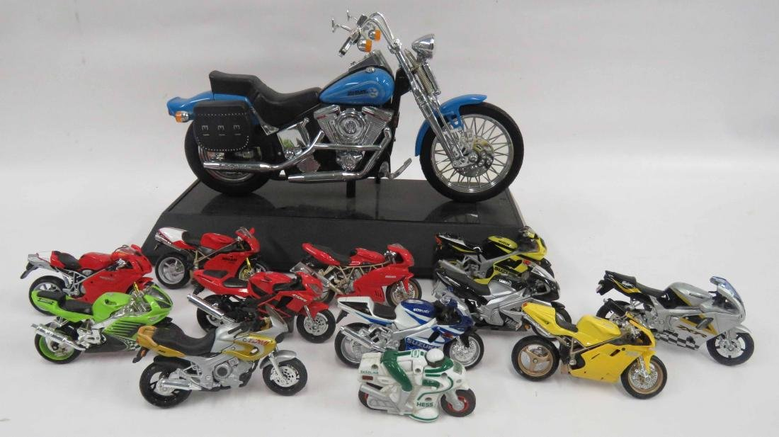 LOT (12) DIE CAST MOTORCYCLES INCLUDING HARLEY DAVIDSON
