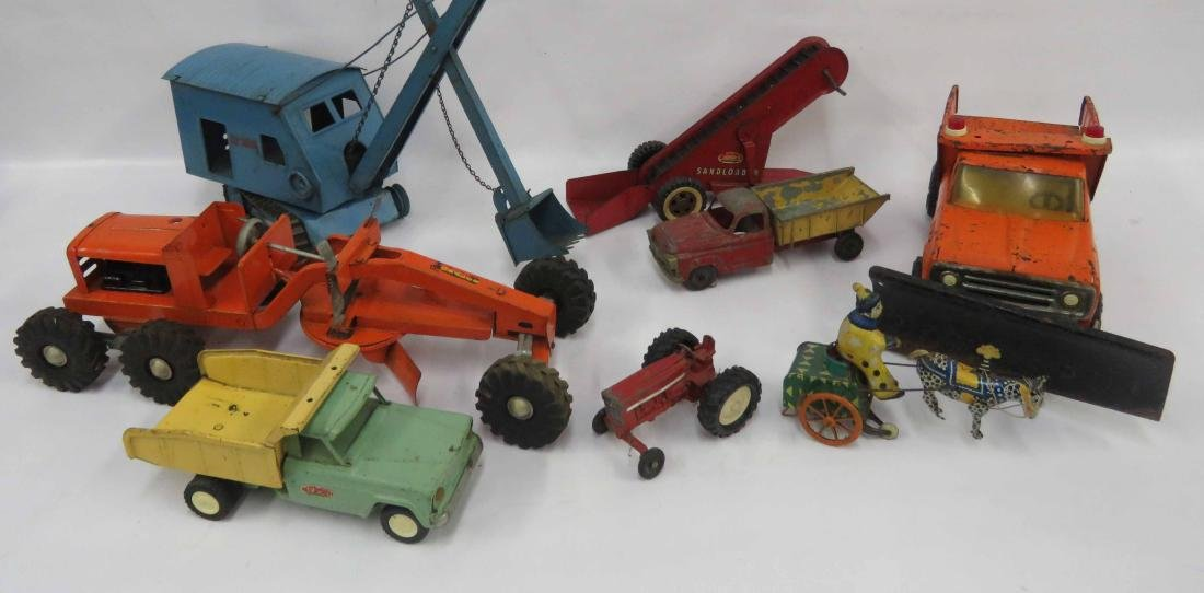 LOT ASSORTED METAL TOY TRUCKS, MACHINES INCLUDING