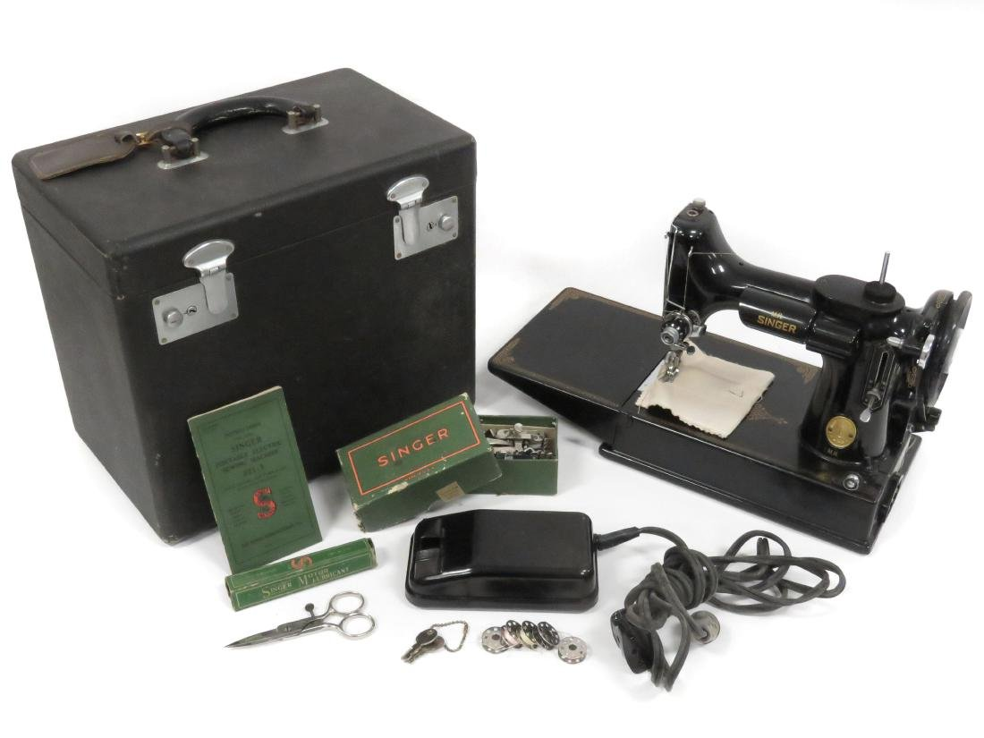 SINGER FEATHERWEIGHT ELECTRIC SEWING MACHINE WITH