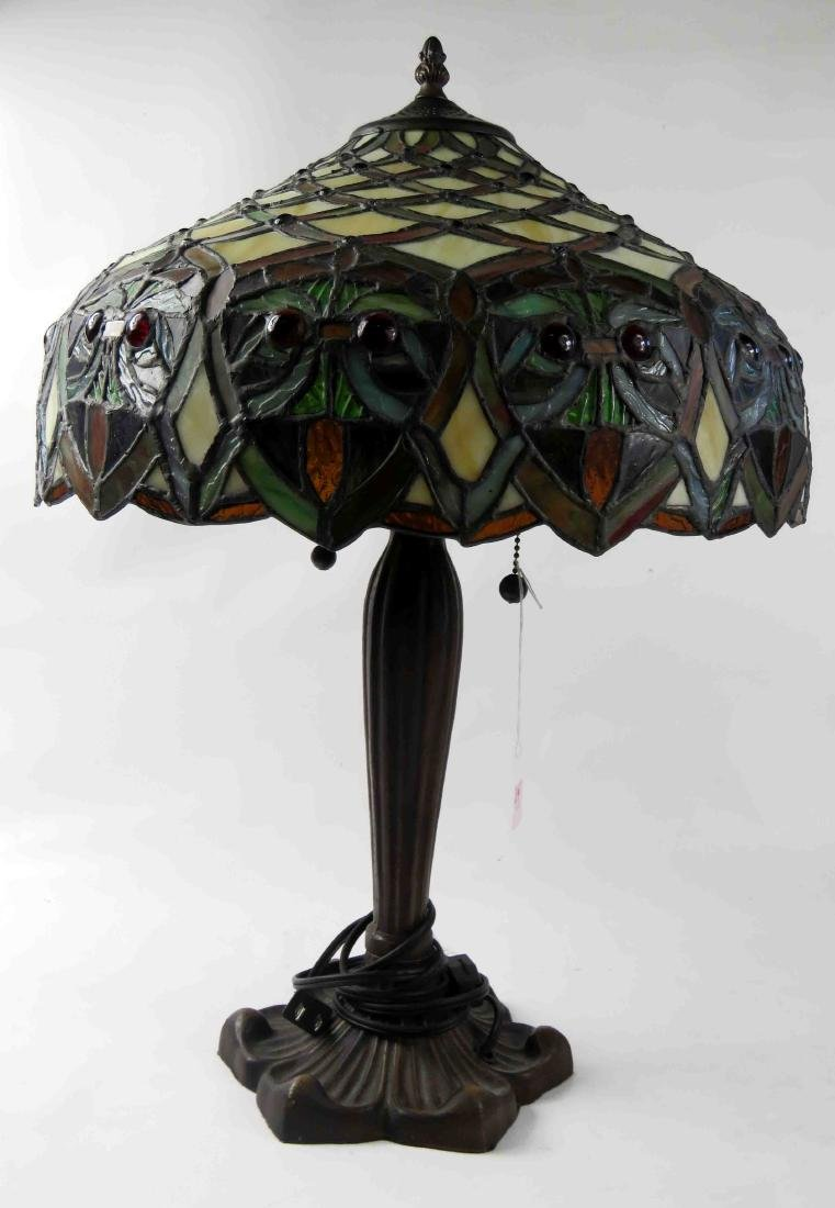 """TIFFANY STYLE LEADED GLASS TABLE LAMP. HEIGHT 22"""""""