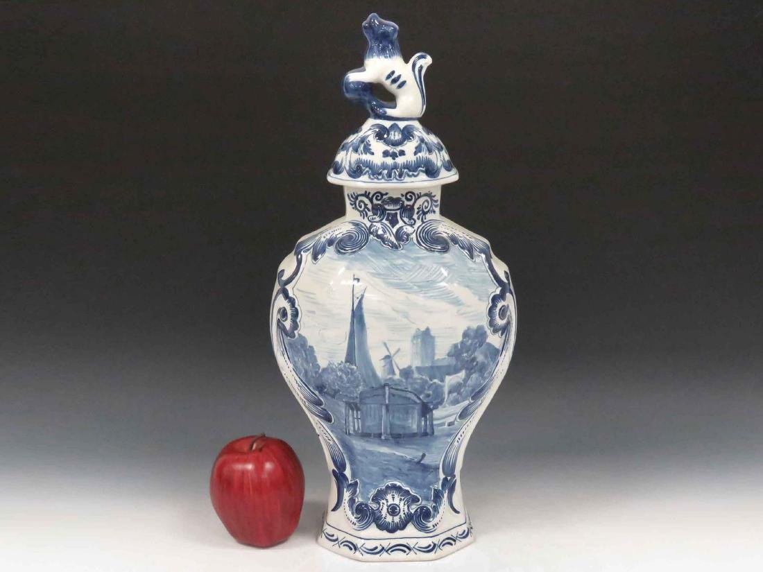 DUTCH FAIENCE COVERED URN, 20TH CENTURY. HEIGHT 17""