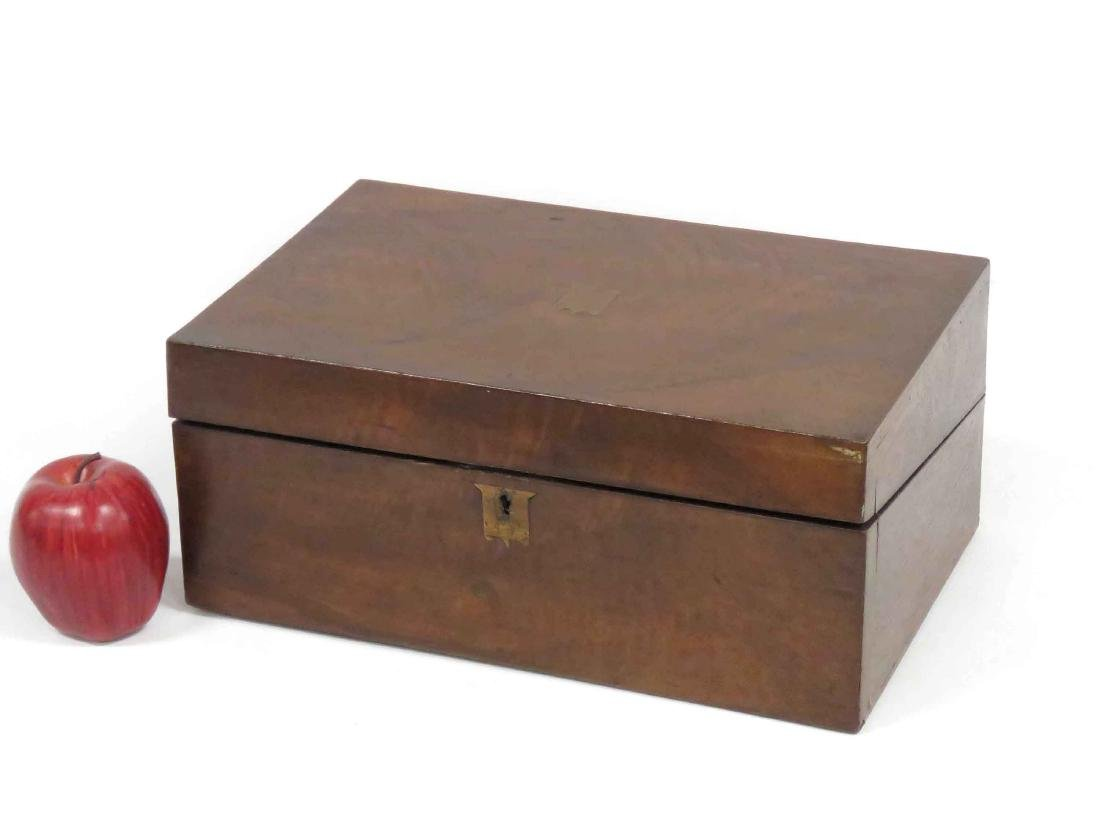 BURL WALNUT TRAVELING WRITING BOX, 19TH CENTURY. HEIGHT