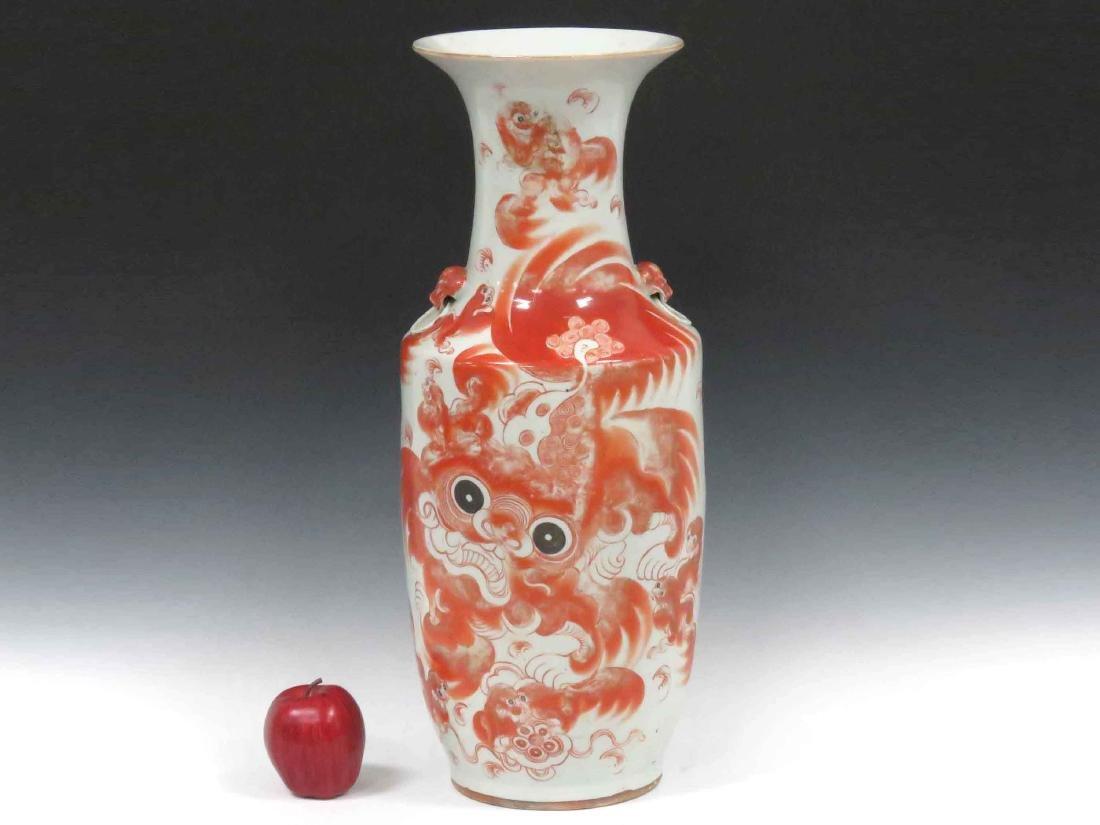 CHINESE IRON RED DECORATED PORCELAIN VASE, REPUBLIC.
