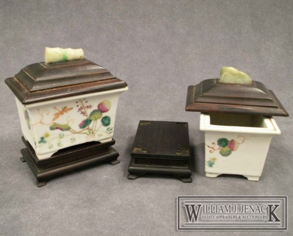 1234: PAIR CHINESE FAMILLE ROSE CACHE POTS