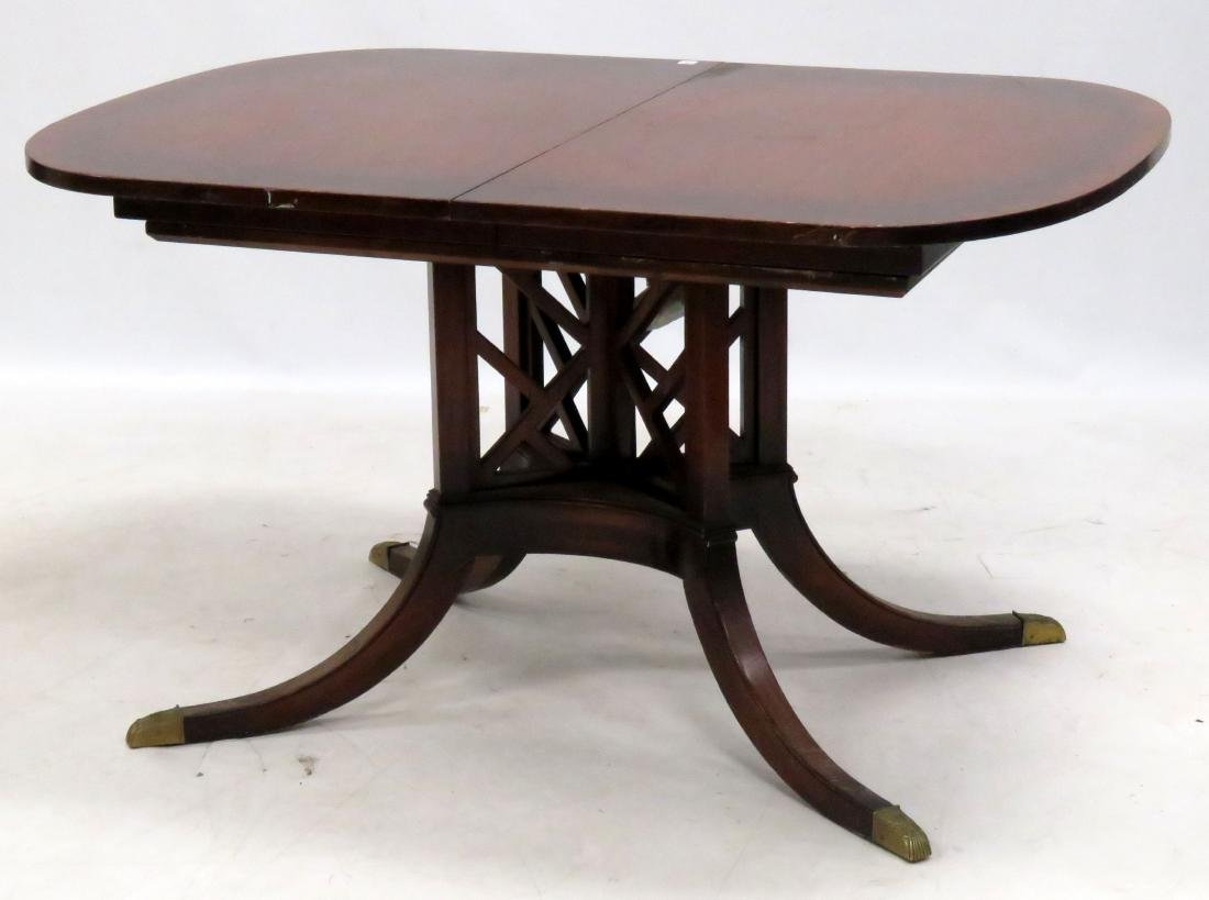 REGENCY STYLE MAHOGANY EXTENSION DINING TABLE WITH (4)