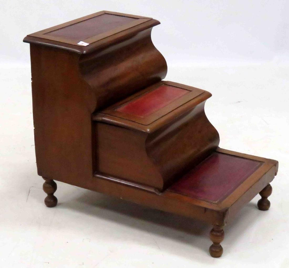 REGENCY CARVED MAHOGANY BED STEP, 19TH CENTURY. HEIGHT