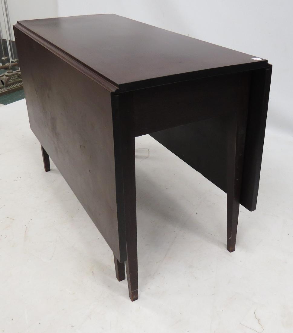 HEPPLEWHITE WALNUT LONG DROP-LEAF TABLE, 19TH CENTURY. - 2