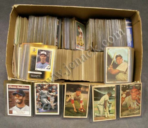 7: BOX ASSORTED BASEBALL CARDS/SPORT CARDS