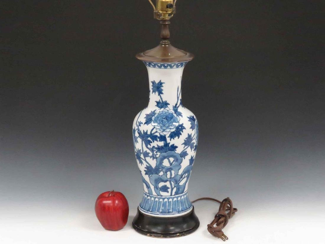 CHINESE DECORATED PORCELAIN VASE, MOUNTED AS A LAMP,
