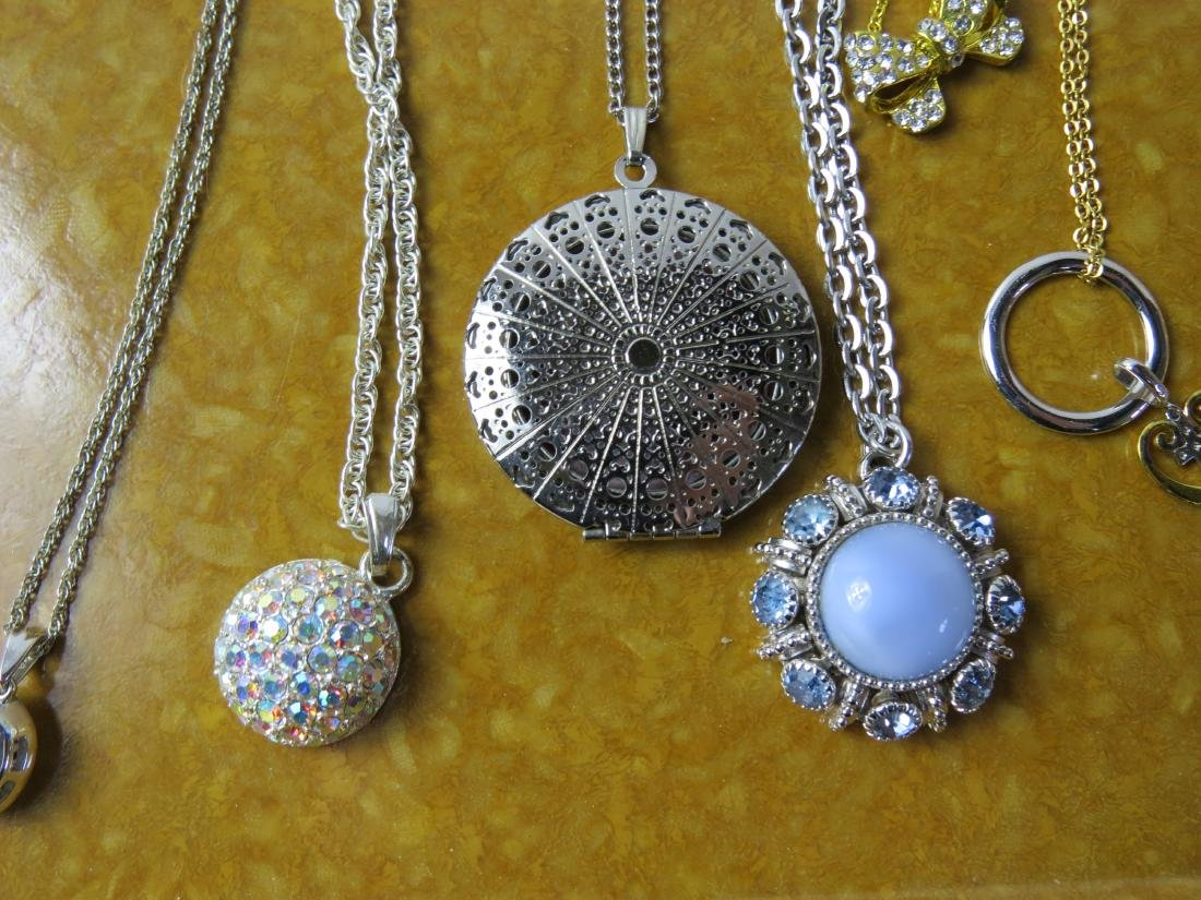 ASSORTED LOT (24) COSTUME JEWELRY NECKLACES - 3