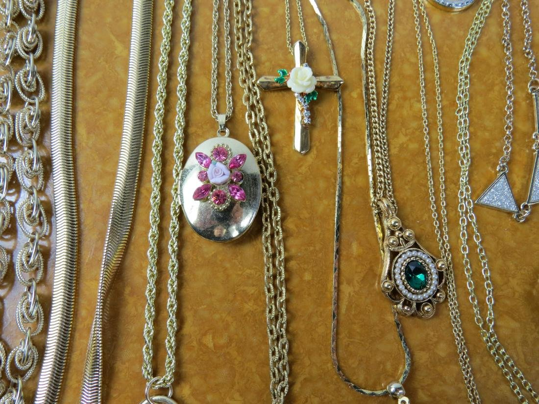 ASSORTED LOT (20) COSTUME JEWELRY NECKLACES - 3