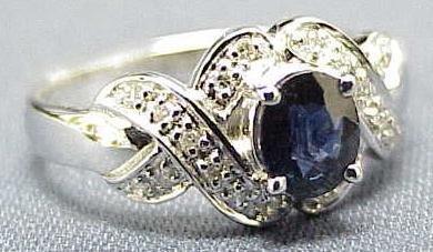 2001: 18K WHITE GOLD DIAMOND/SAPPHIRE RING