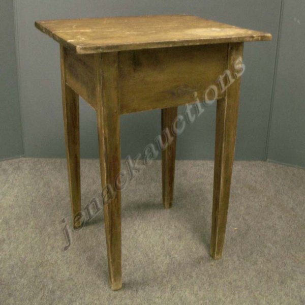 1015: COUNTRY HEPPLEWHITE PAINTED WORK TABLE