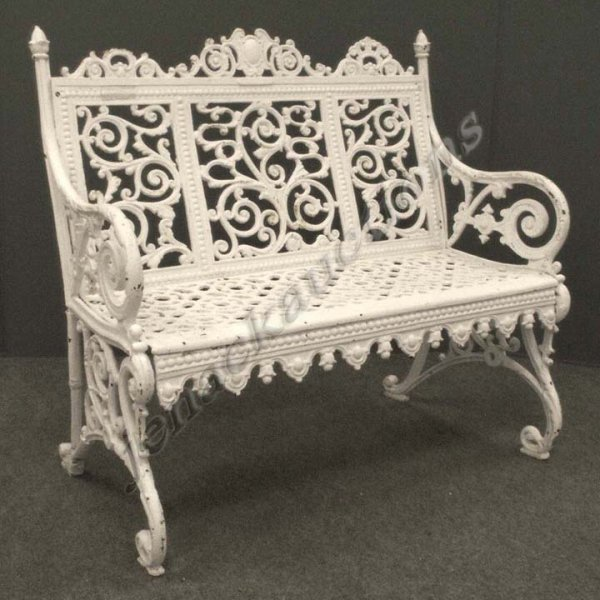 1023: VICTORIAN CAST IRON GARDEN BENCH
