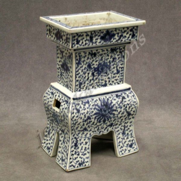 6: CHINESE DECORATED PORCELAIN INCENSE BURNER