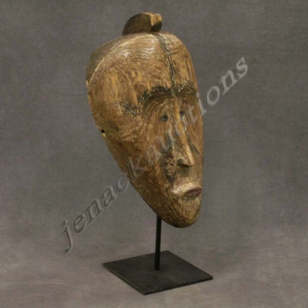 1018: FANG CULTURE, GABON, FACE MASK WITH STAND
