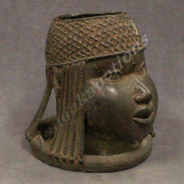 1053: BENIN BRONZE HEAD OF THE OBA
