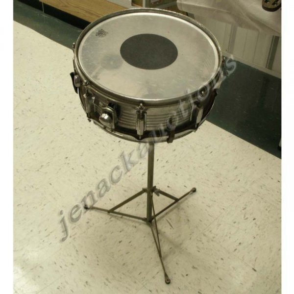 1005: REMO CHROME SNARE DRUM/STAND