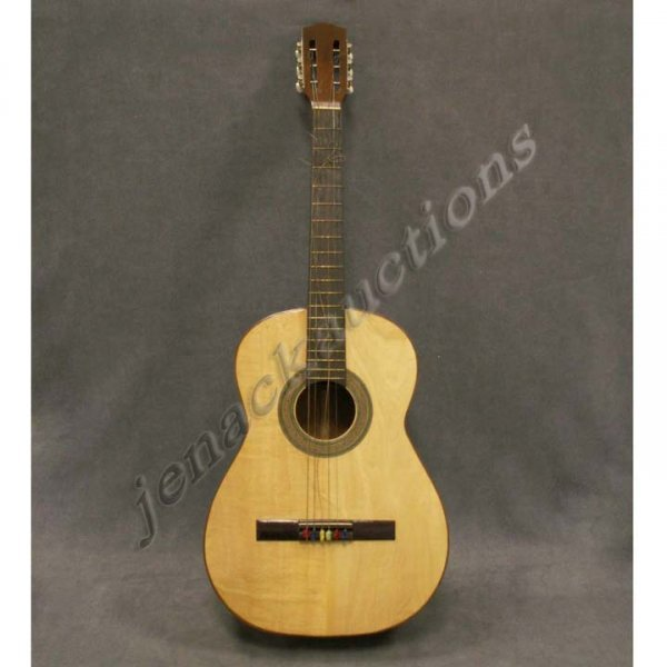 1008: JOM, CALIDAD CLASSICAL FOLK GUITAR WITH HARD CASE