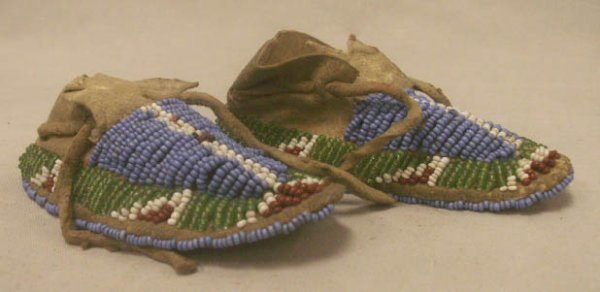 2019: PAIR AMERICAN INDIAN INFANT'S BEADED MOCCASINS