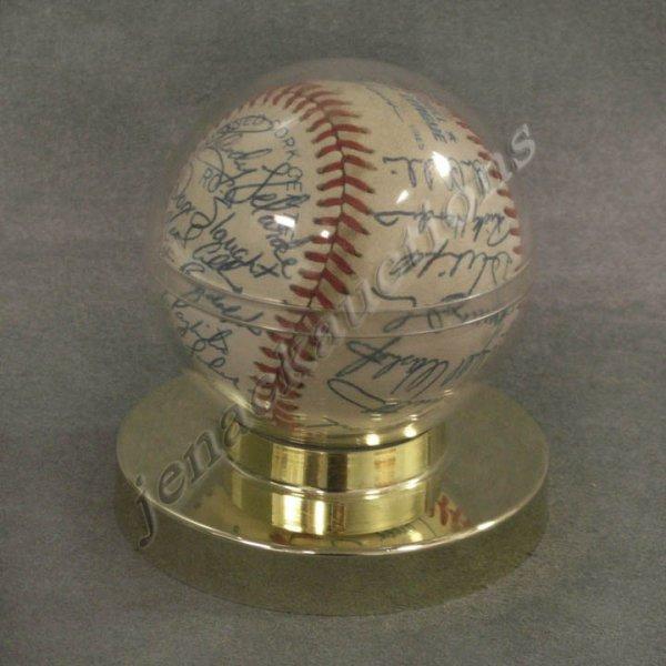 2001: 1988 NEW YORK YANKEES TEAM SIGNED BALL