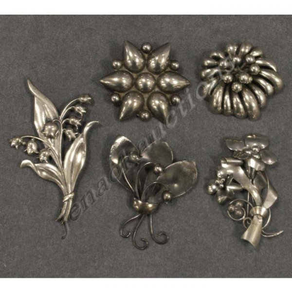 2005: LOT (5) STERLING BROOCHES