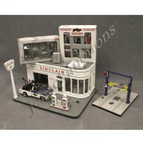 8: G-SCALE SINCLAIR SERVICE STATION WITH ACCESSORIES