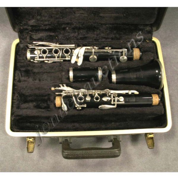 12: VINTAGE BUNDY CLARINET WITH CASE