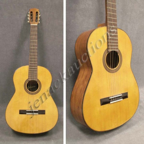 19: VINTAGE SEKOVA MODEL #620 CLASSICAL GUITAR