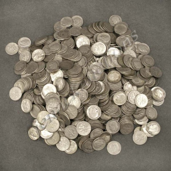 17: LOT APPROXIMATELY (729) ROOSEVELT SILVER DIMES