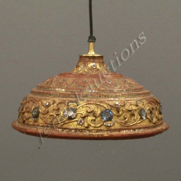 11: BURMESE CARVED LACQUERED INLAID LID LAMP