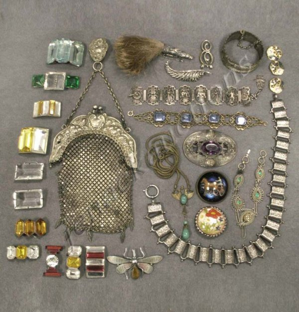 106: LOT ASSORTED VICTORIAN COSTUME JEWELRY
