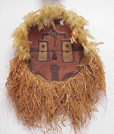 15: CARVED BATEKE MASK WITH RAFFIA