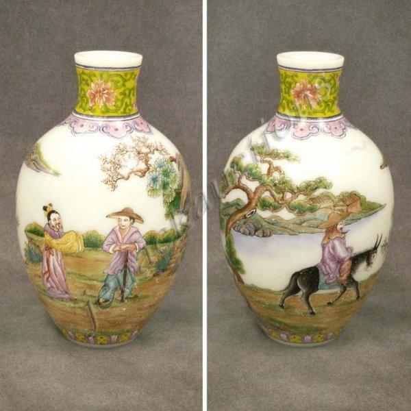 3: CHINESE ENAMEL DECORATED PEKING GLASS VASE