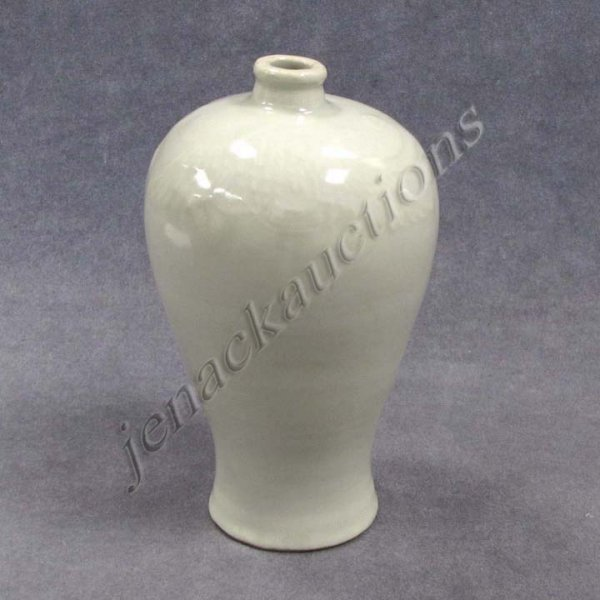 301: CHINESE YUAN STYLE CELADON MEI PING-FORM VASE