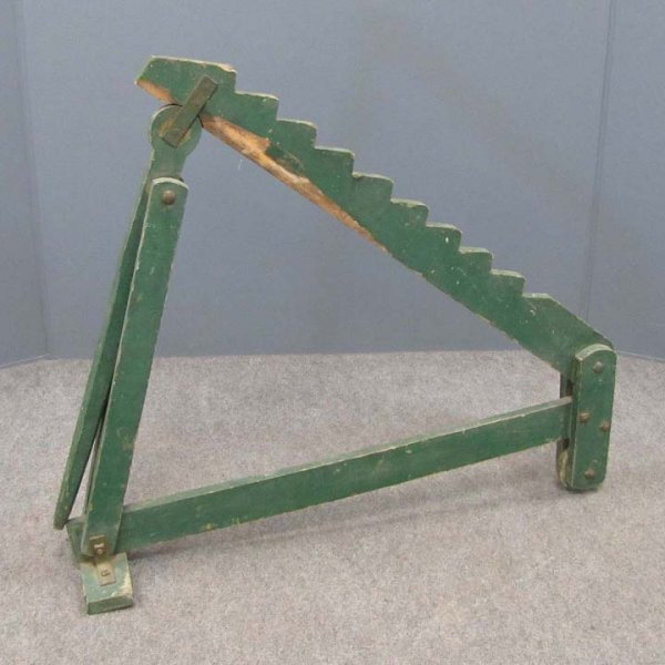 405: COUNTRY GREEN PAINTED WAGON JACK