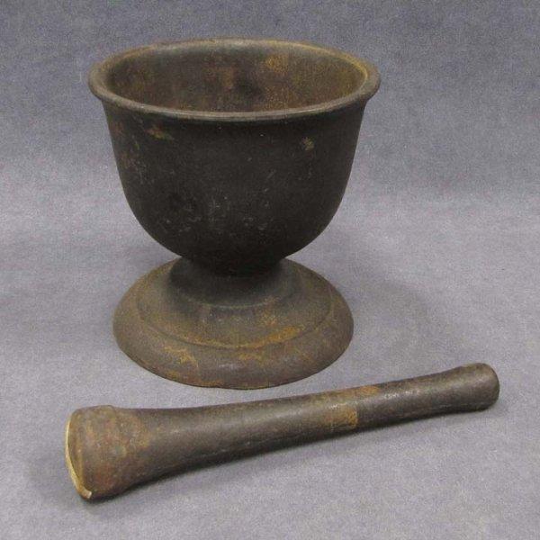 408: CAST IRON MORTAR AND PESTLE, 18/19TH CENTURY