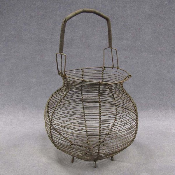 423: VINTAGE WIRE WORK EGG BASKET, 19TH CENTURY