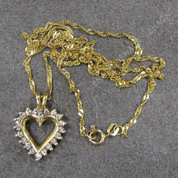 21: YELLOW GOLD & DIAMOND HEART SHAPED PENDANT