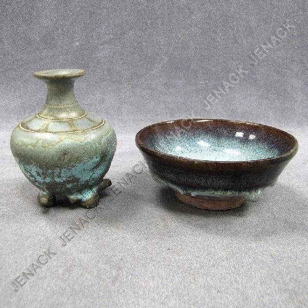24: LOT (2) INCLUDING CHINESE/JAPANESE POTTERY
