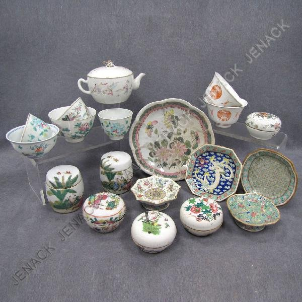 377: LOT (19) ASSORTED CHINESE FAMILLE ROSE PORCELAIN