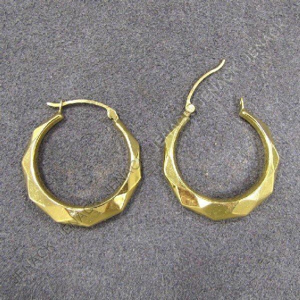 10: 18K YELLOW GOLD FACETED HOOP EARRINGS